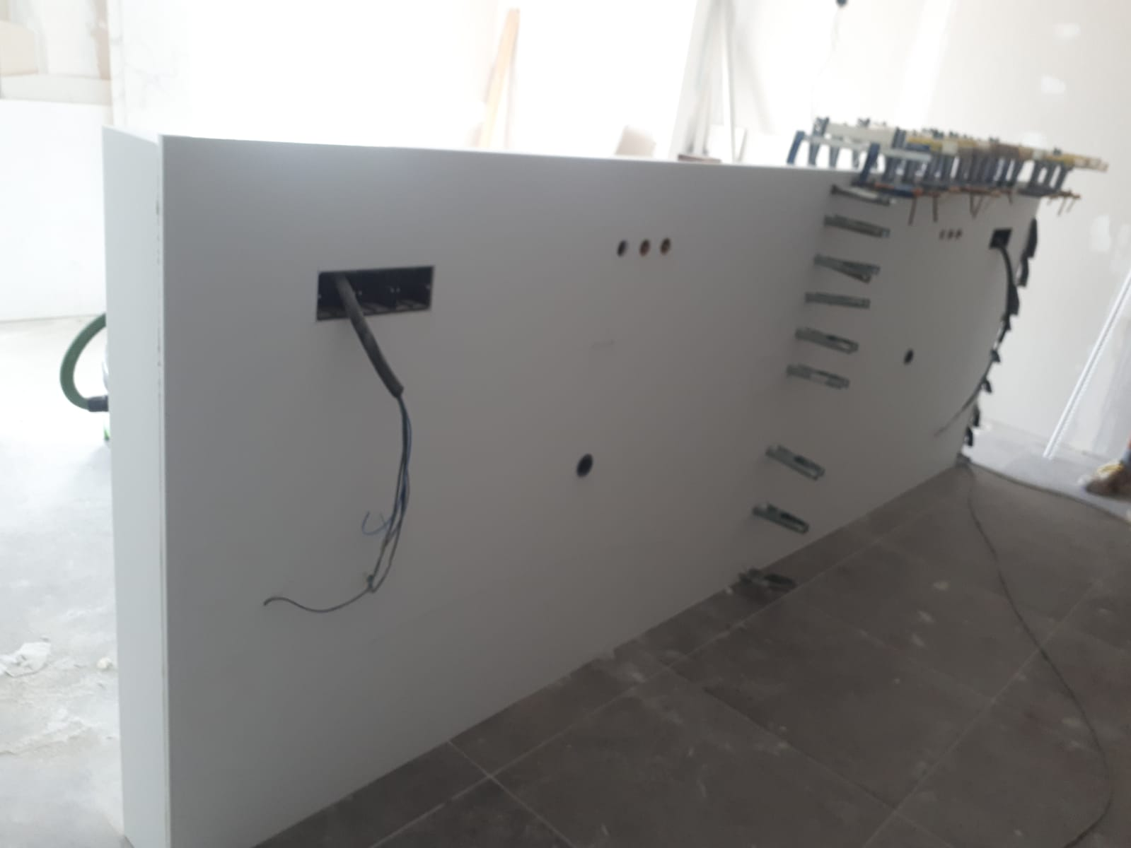 JIJ Solid Surface cabecero